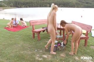 Беловолосые девушки покажут страстную камасутру №1408