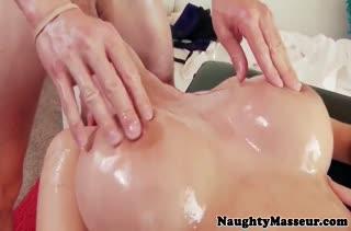 Развратное порно прямо в массажном кабинете №3703 3
